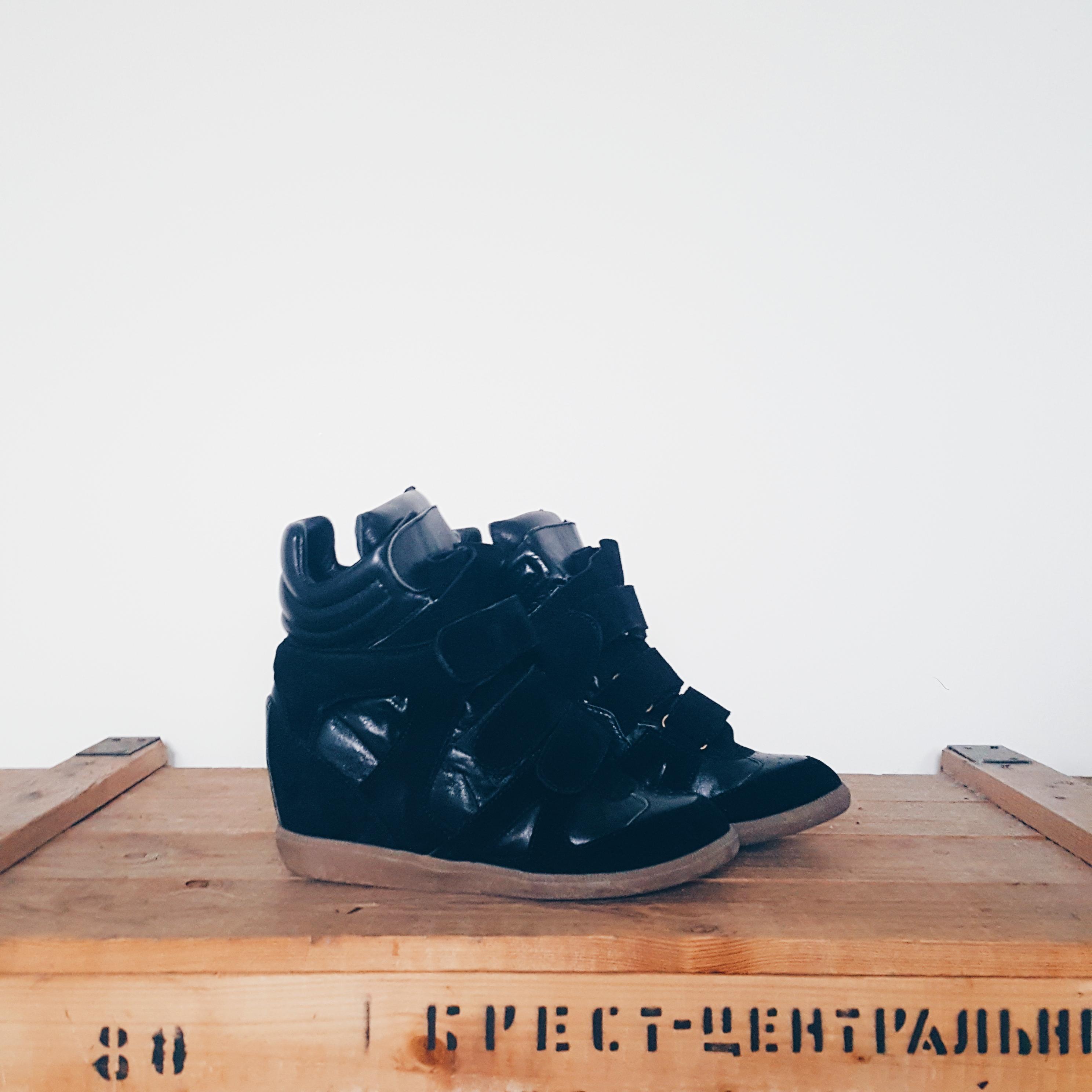 Sacha zwarte wedges met klittenband