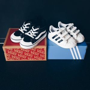 NEW IN – Mini Adidas en Vans sneakers voor Lucas