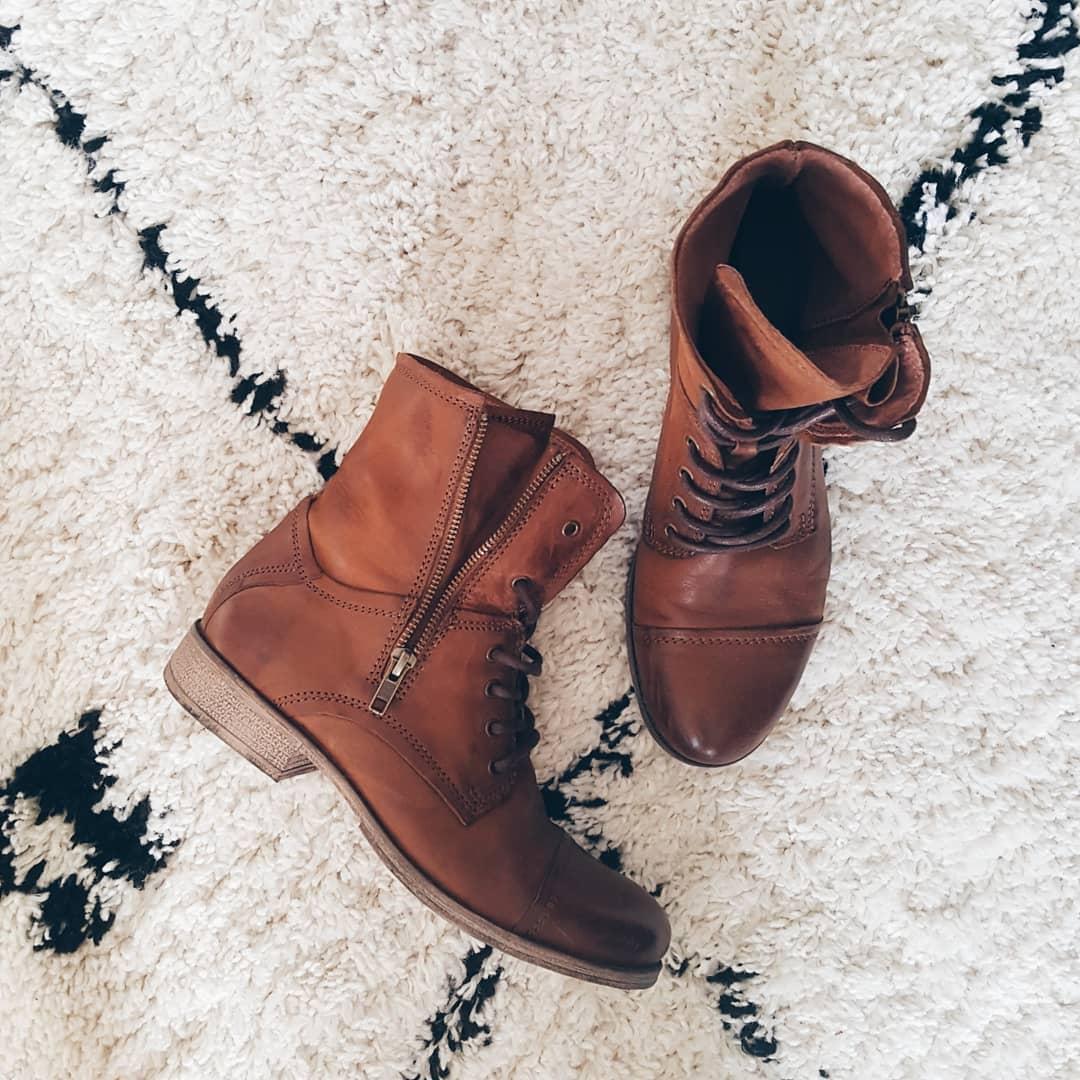 New in – Comfortabele schoenen in de kleur cognac