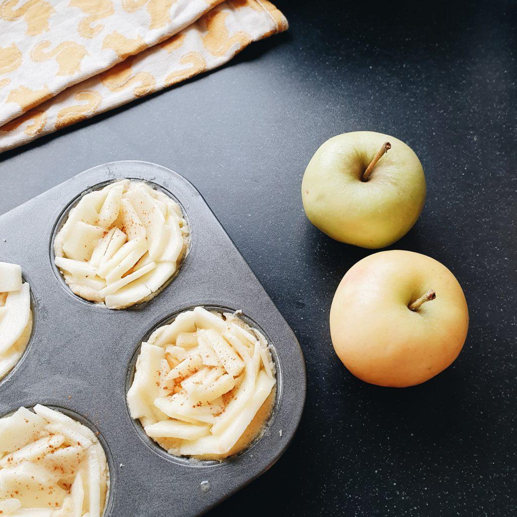 Kleine appeltaartjes cakevorm perzik met roosjes dagmar valerie